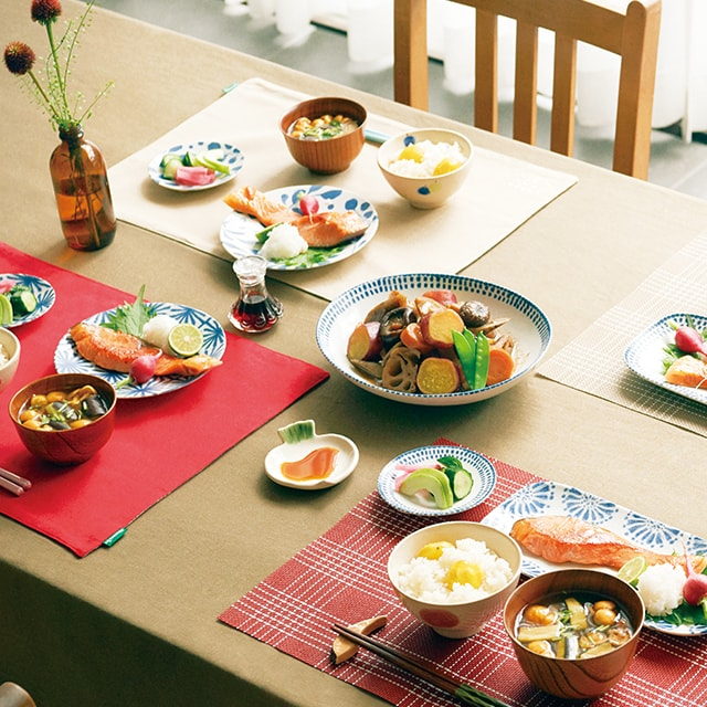 Your family story starts with special dining.家族がつながる、おそろい。